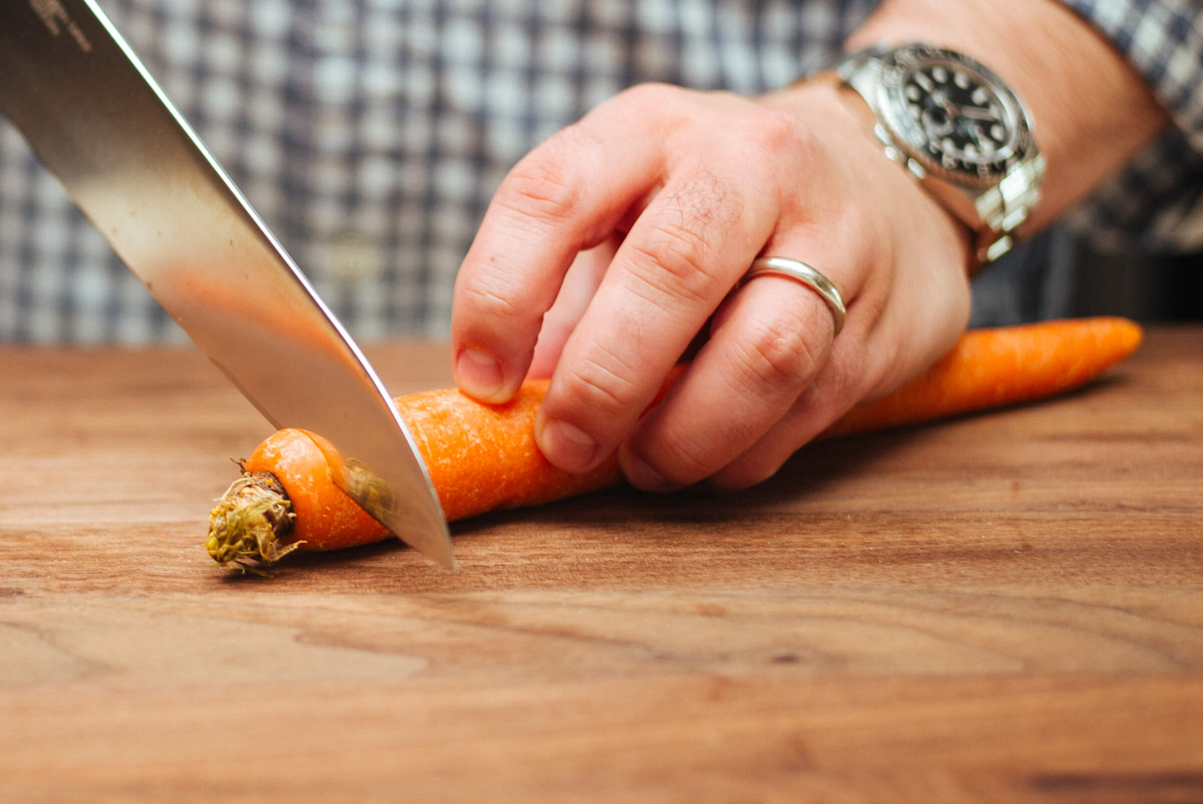 Trimming a carrot