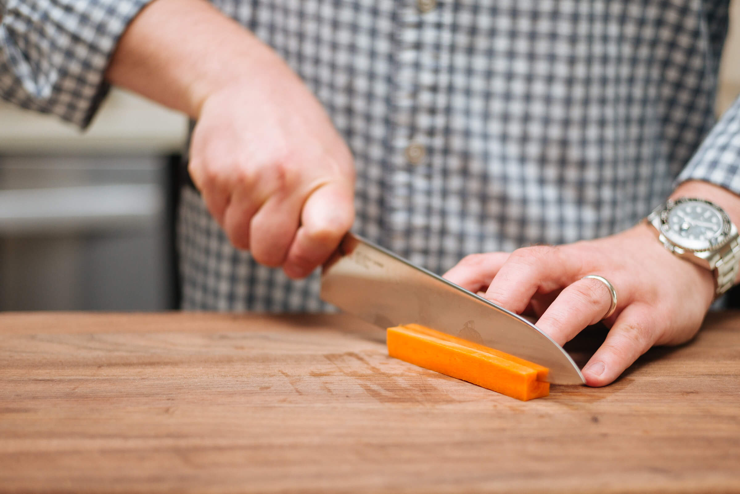 how to dice a carrot - slicing the sides off
