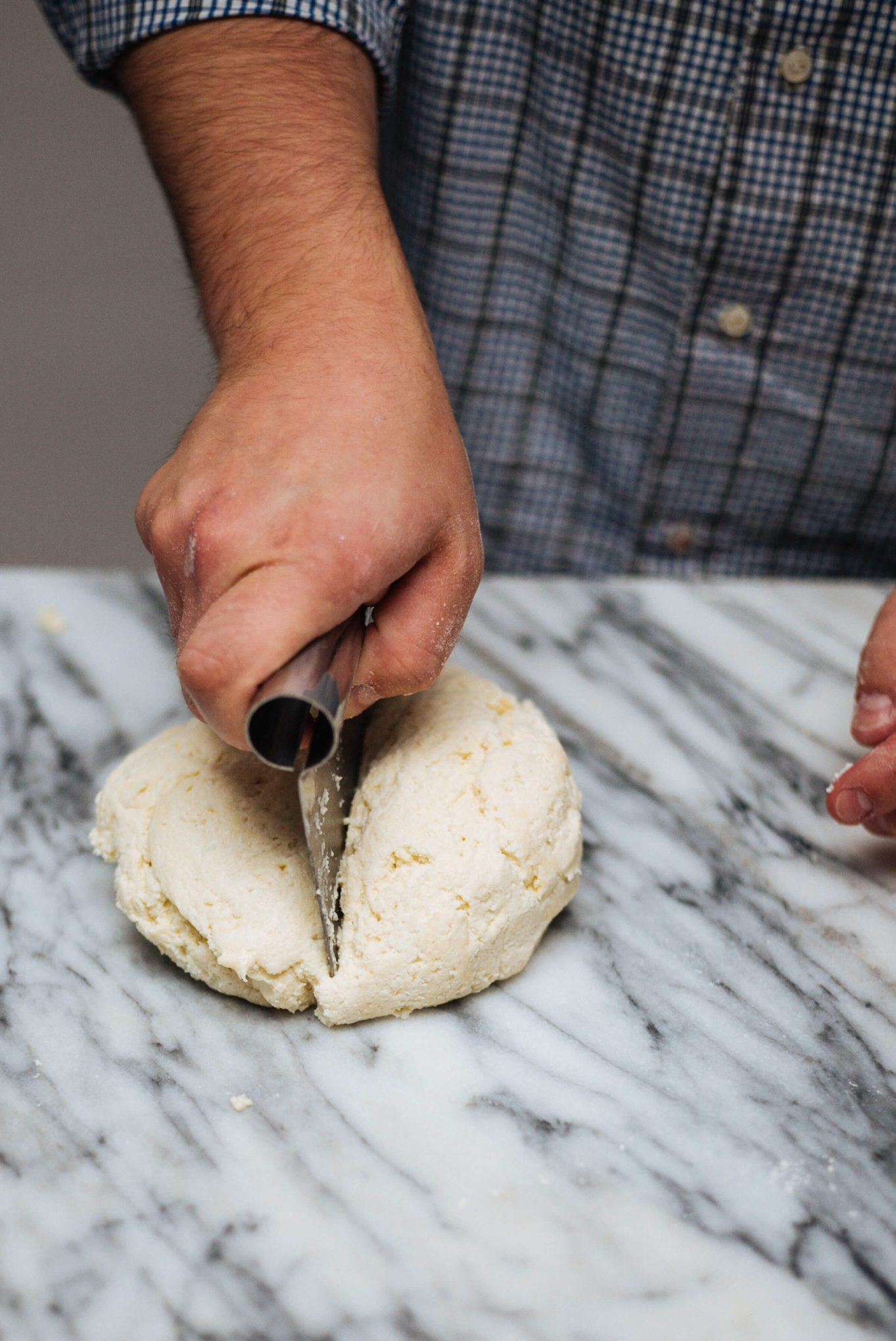 how to make Ricotta Gnocchi: cutting