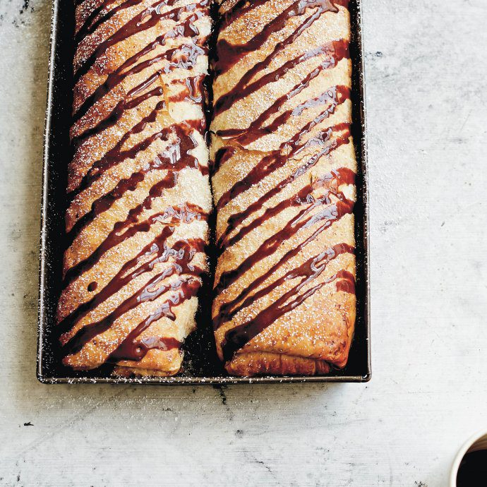 Make this Croatian Pear Strudel with chocolate sauce for dessert from Dalmatia cookbook - get the recipe on thetasteedit #recipe