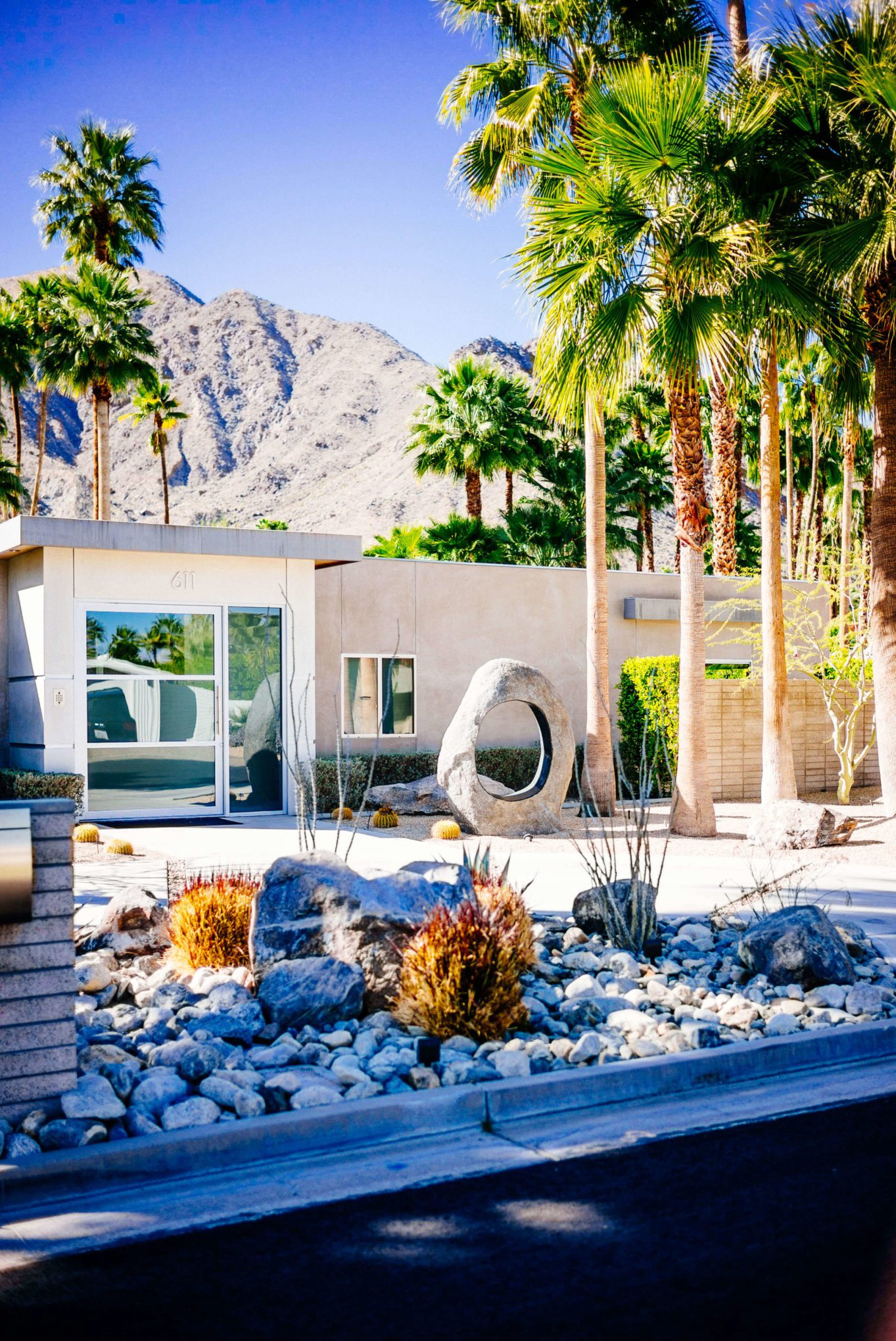 Catcus garden : Tour the beautiful Mid Century Homes in Palm Springs, The Taste SF