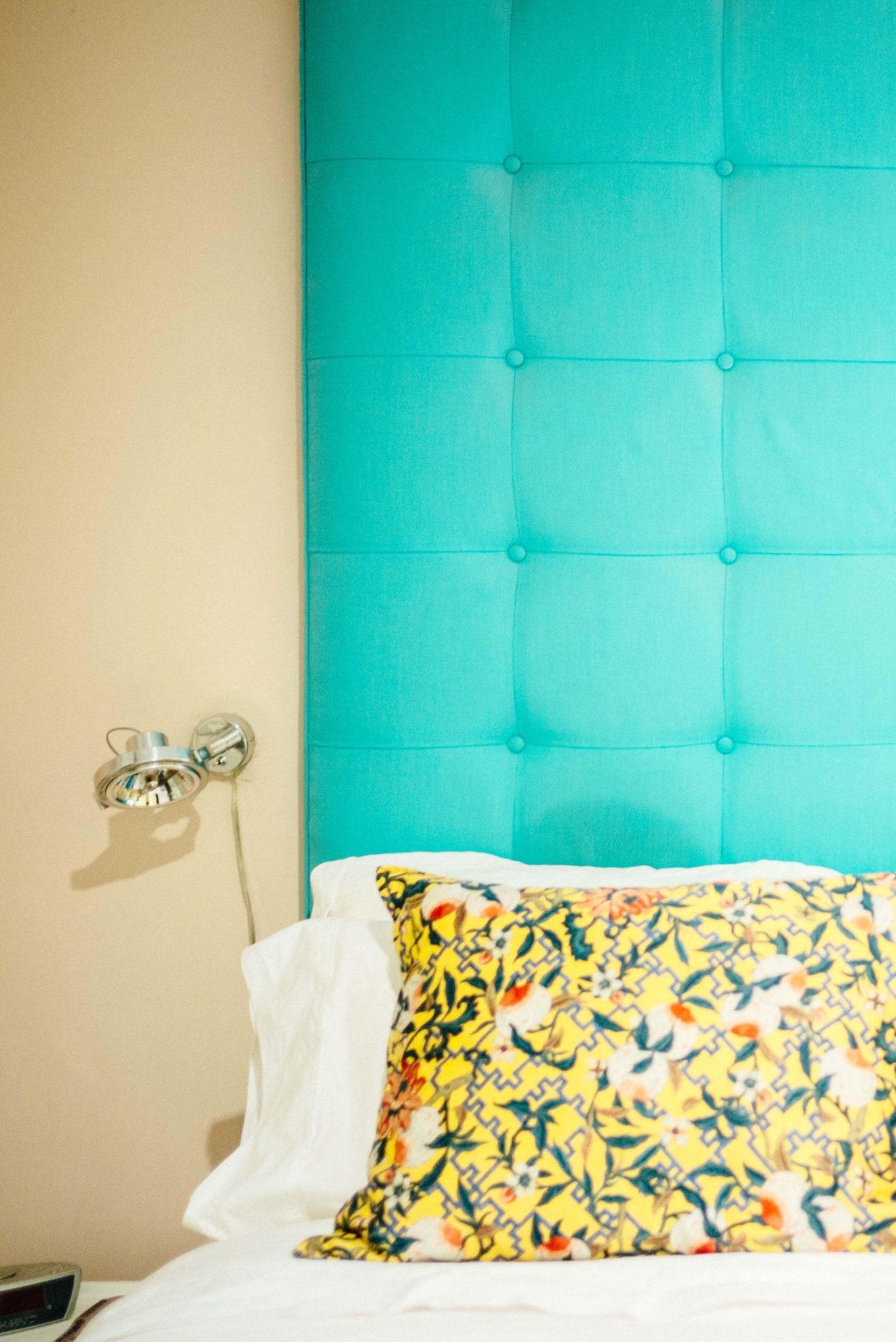 The Taste SF takes you behind the Instagram photo sensation That Pink Door in Palm Springs. Explore the interior decor and bedrooms in this mid-century Palm Springs house. We love the high teal headboard.