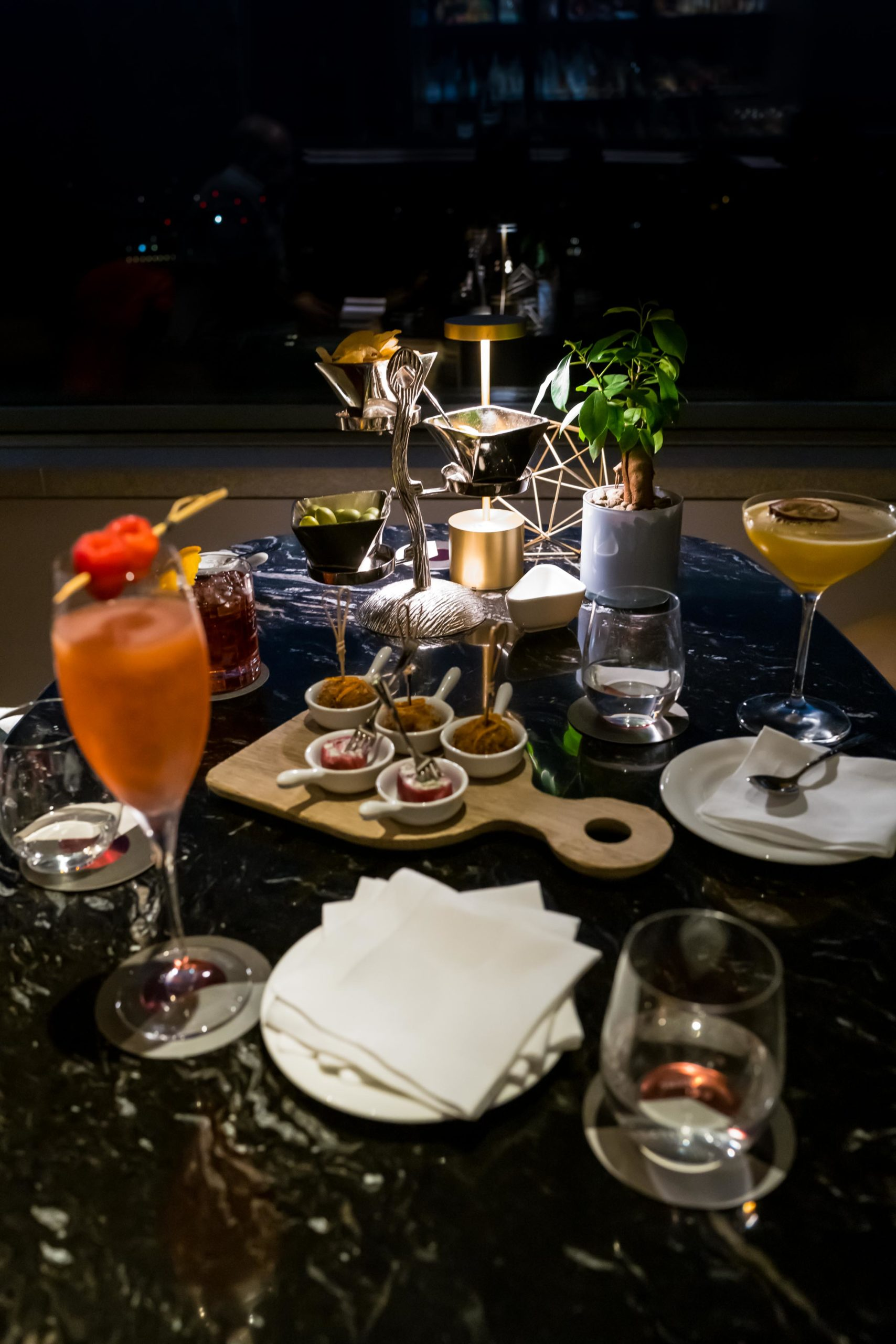 Aperitivo includes delicious cocktails and snacks at the Hotel Eden Rome, The Taste Edit #hotel #rome #italy #bar