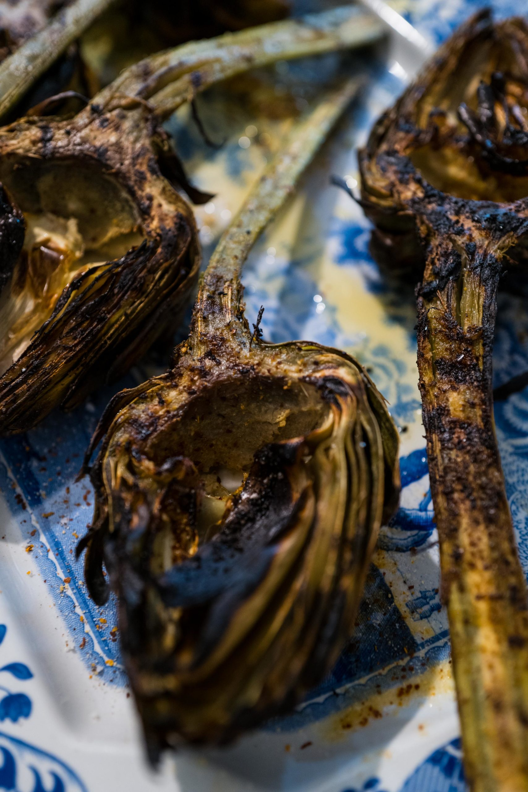 Easy grilled artichokes are an easy vegetarian side dish for parties, The Taste Edit #artichokes #recipes #grilling