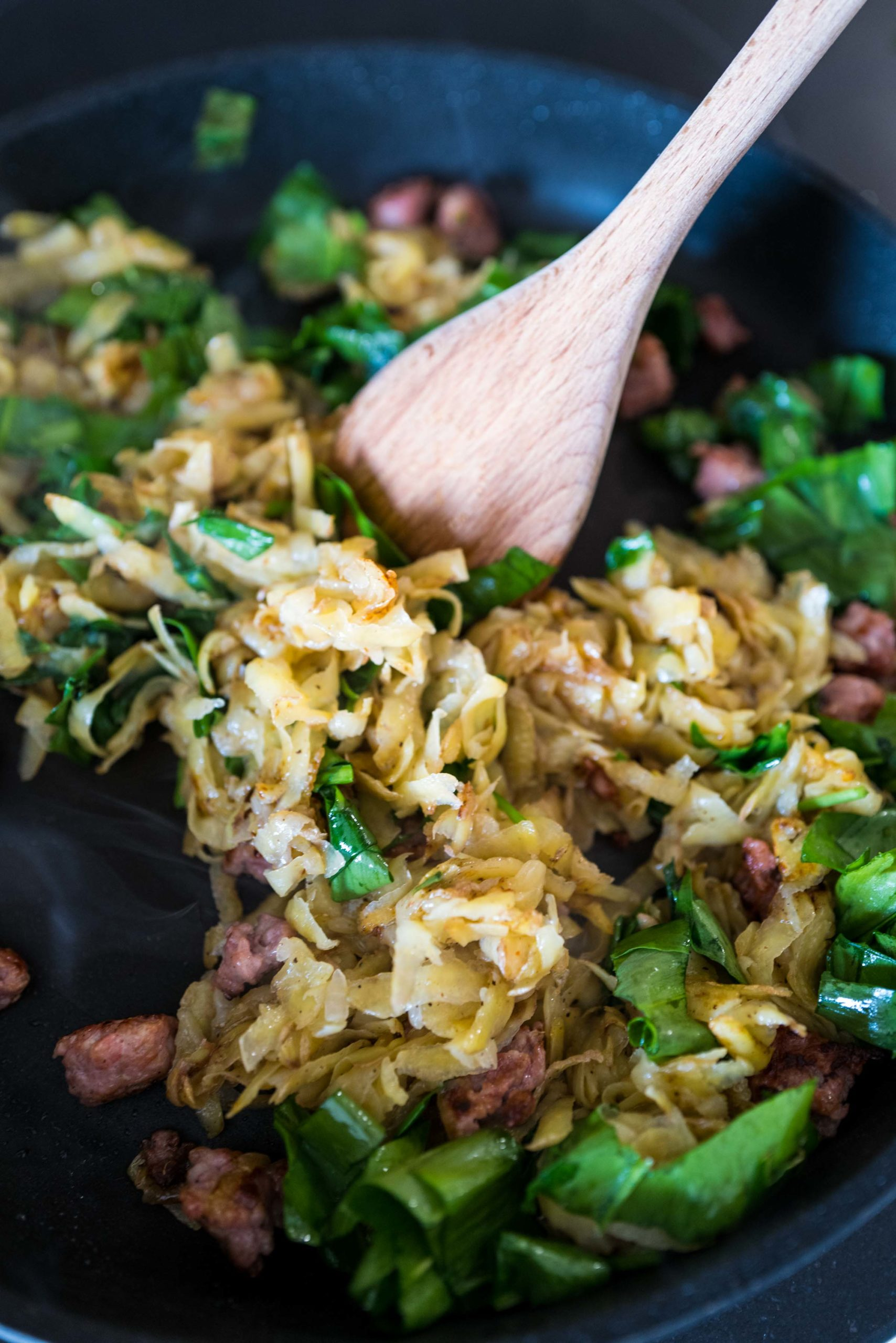 Make this easy home made hashbrowns with ramps, sausage, and eggs on top #recipe #ramps #breakfast